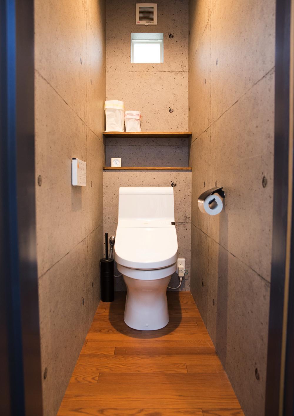 コンクリート壁がおしゃれなトイレ