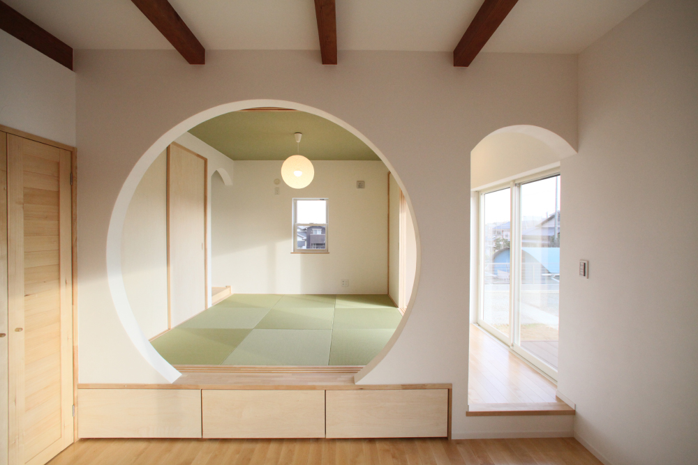 アールの壁が特徴的な和室スペース