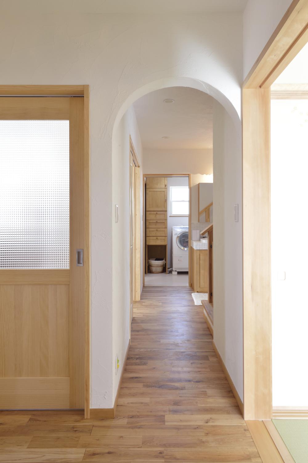 シンプルな家事動線の事例。ランドリーと収納も両立させて洗濯動線もスムーズ