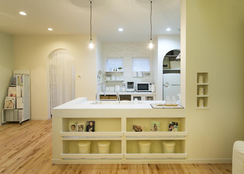施工事例>白い壁と木の質感が優しい家 ホワイトの統一感が素材の違いをアクセントとしてなじませる工夫がこらされています