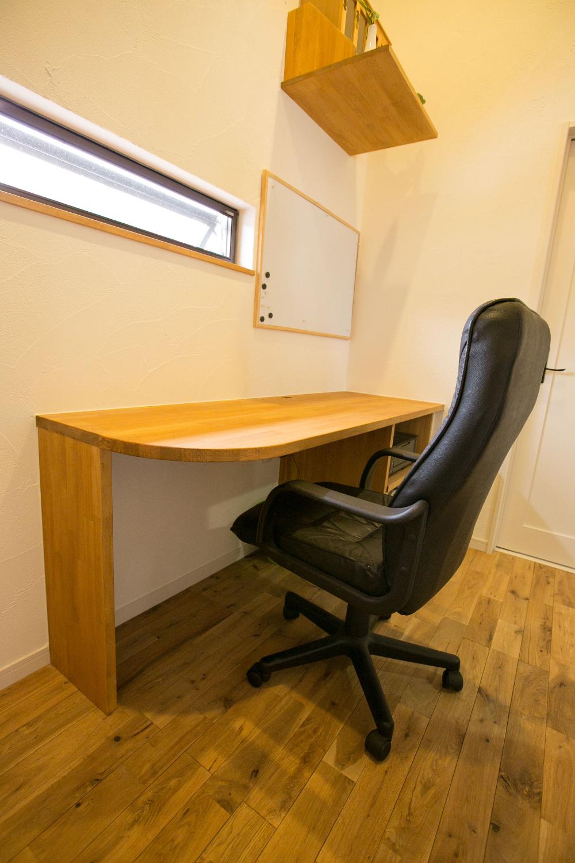 テレワークしやすく集中力を高め、効率化も図れる書斎の事例