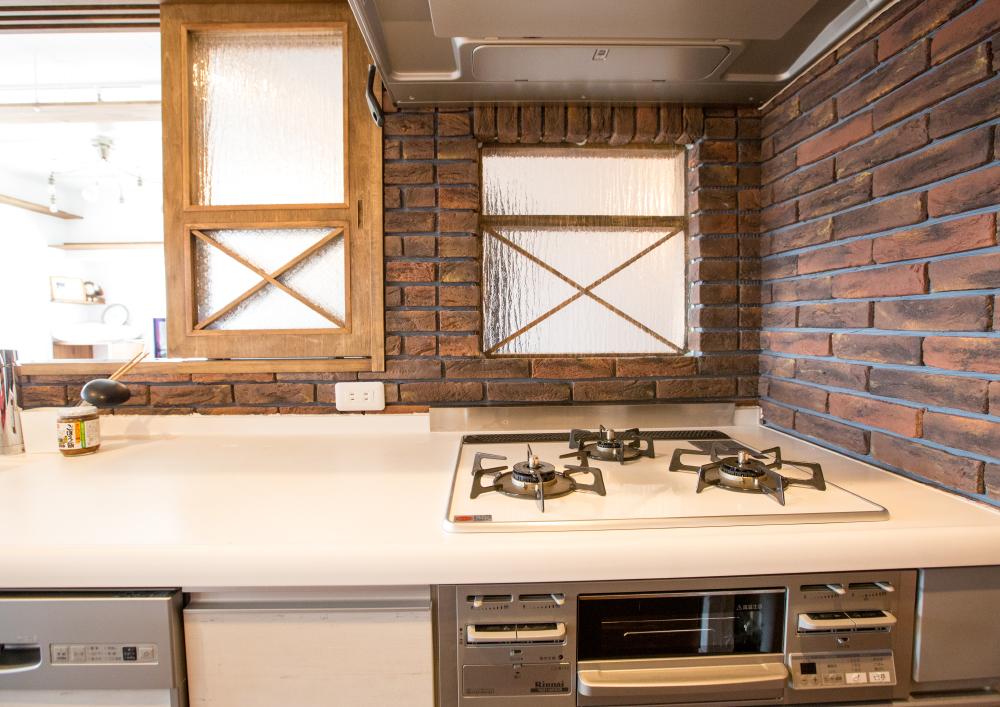 キッチンに扉を設置してペットが入れないように工夫した施工実績写真