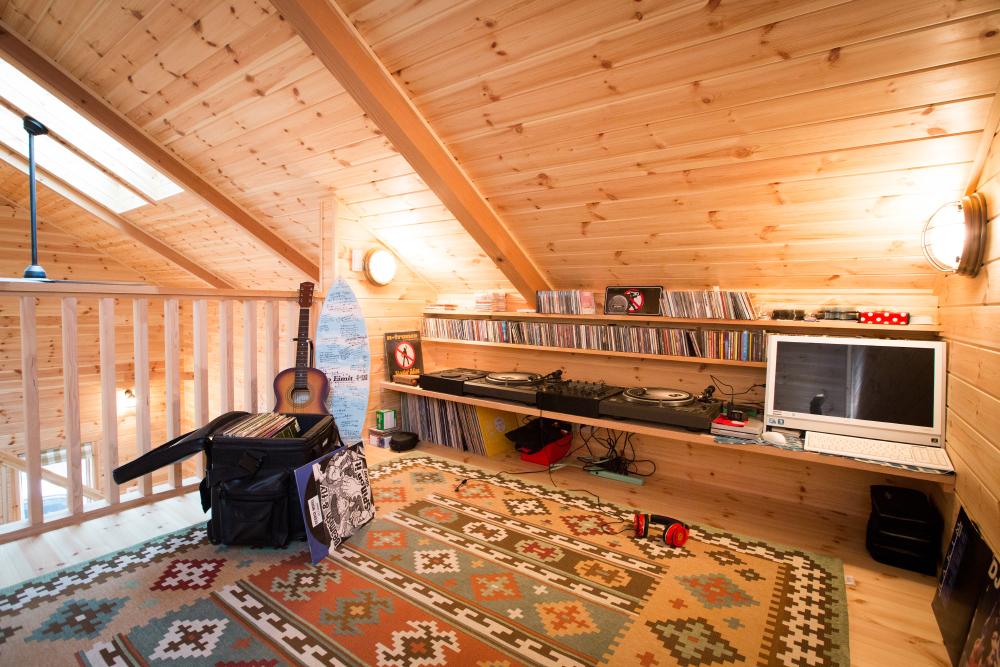天井と屋根のスペースを利用した小屋裏部屋