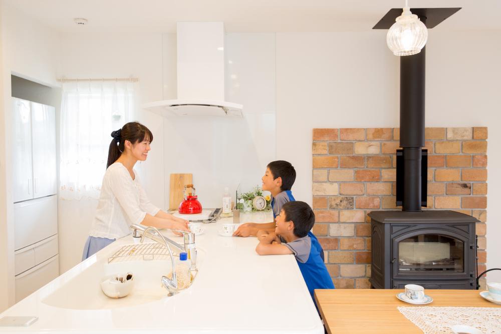 家族とお話しながら料理ができるキッチン