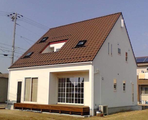 コンパクトな三角屋根の家