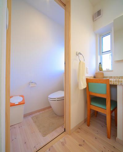 入り口広めで洗面所も近く使いやすいトイレ