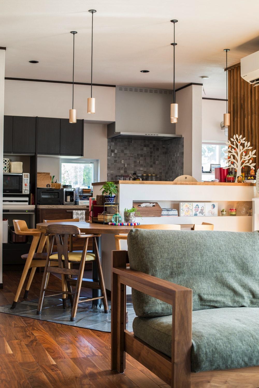 北欧風の自然素材の家のリビング
