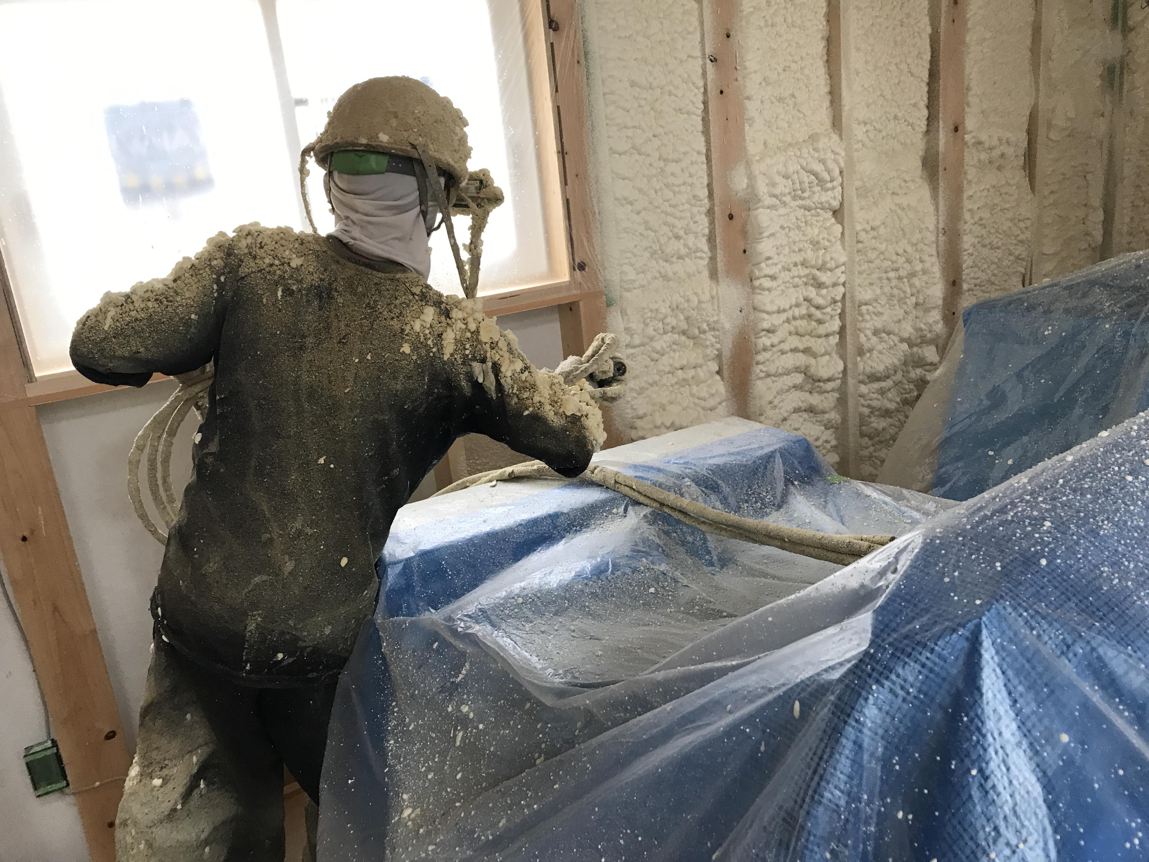 屋根 壁内断熱工事 アイシネン施工中です!
