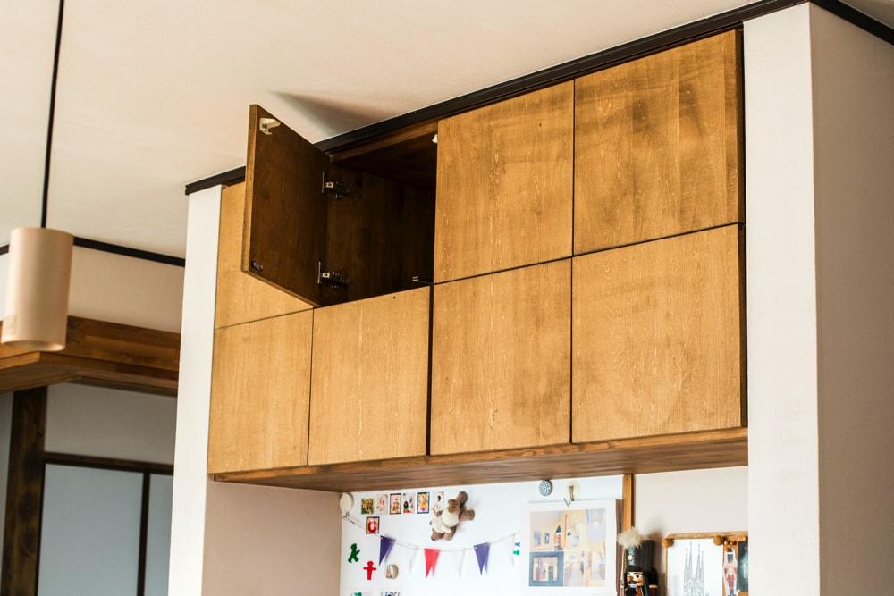8ヶ所に分けて収納できる便利な造作棚