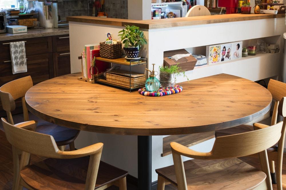 造作の円卓テーブル