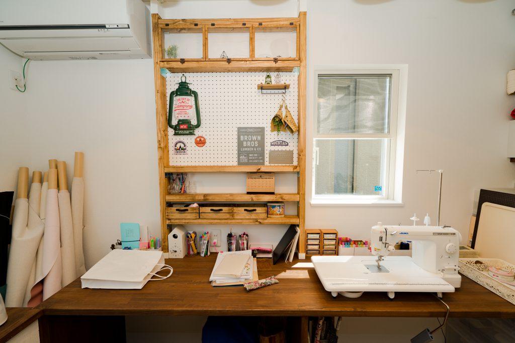 裁縫をする家事室