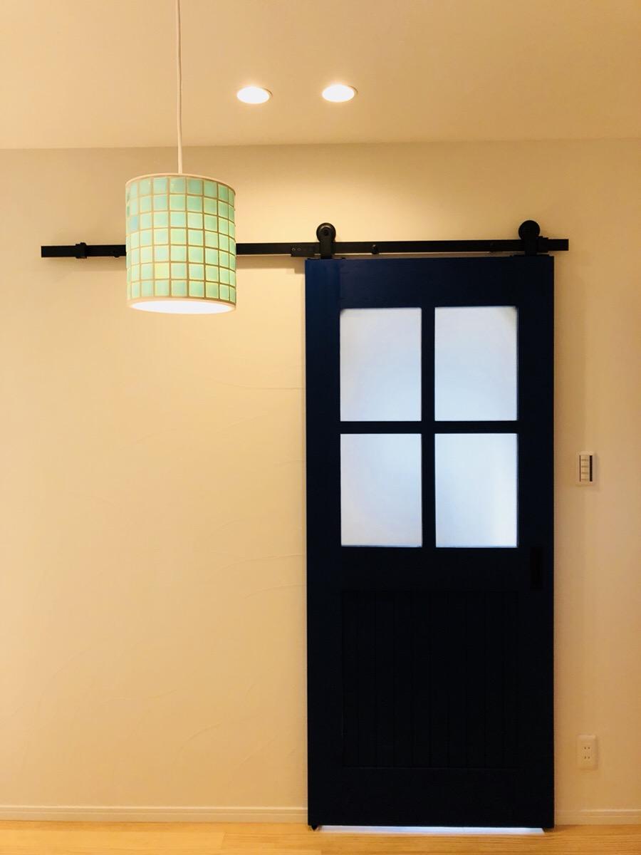 北欧風の家の玄関、洗練されたおしゃれな空間