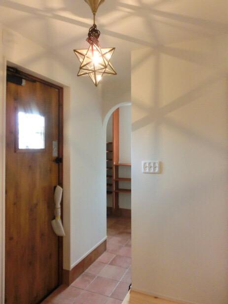 シンプルな動線、床材にはペットでも滑りにくいタイルなどの素材を使うと安心です