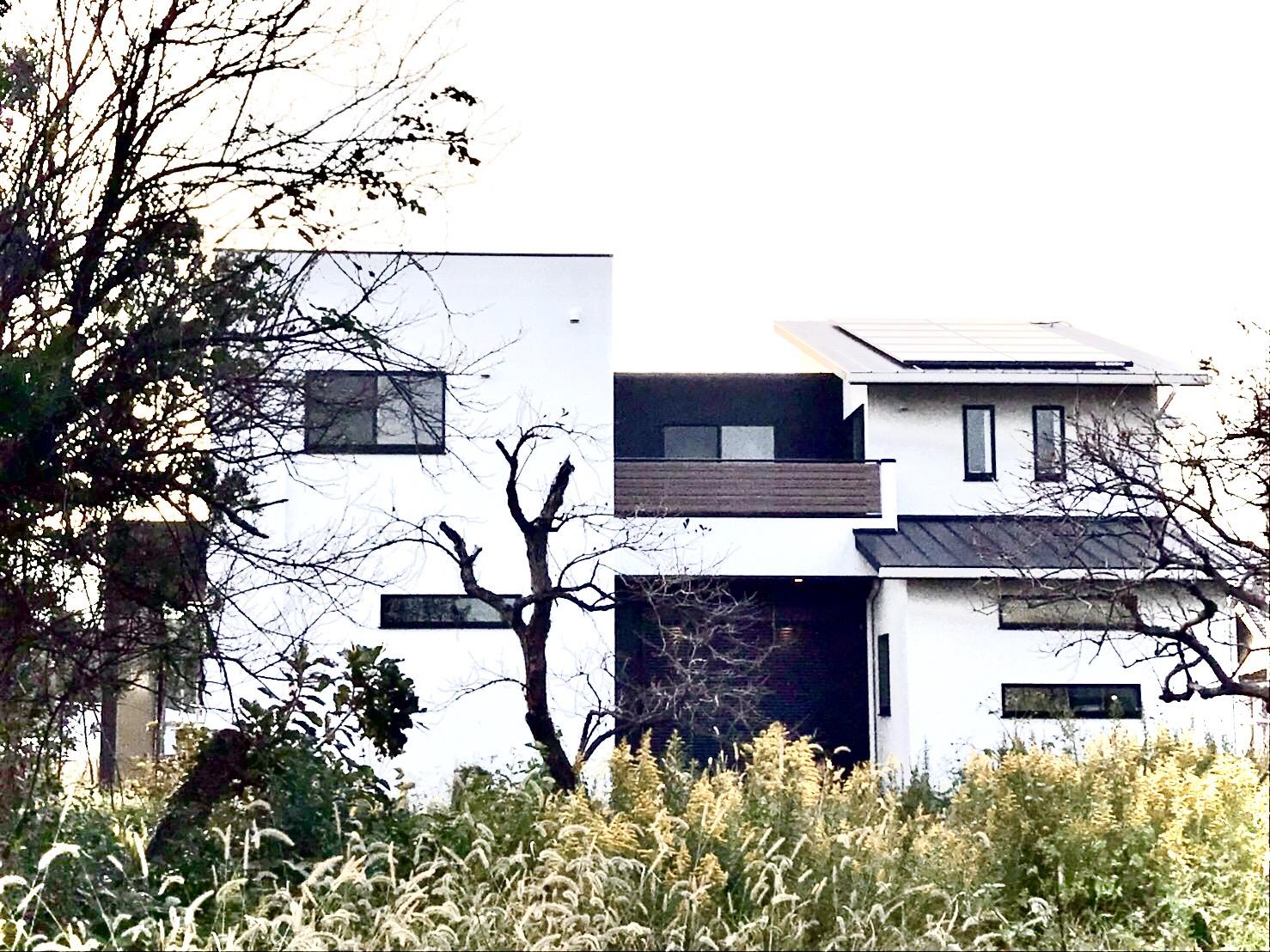 おしゃれな注文住宅の外観、シンプルながらリズミカルで個性的なフォルム