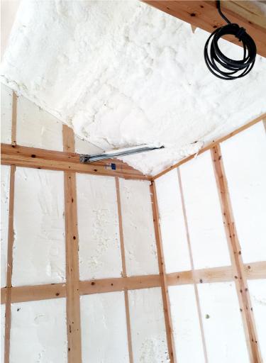 断熱材の施工現場