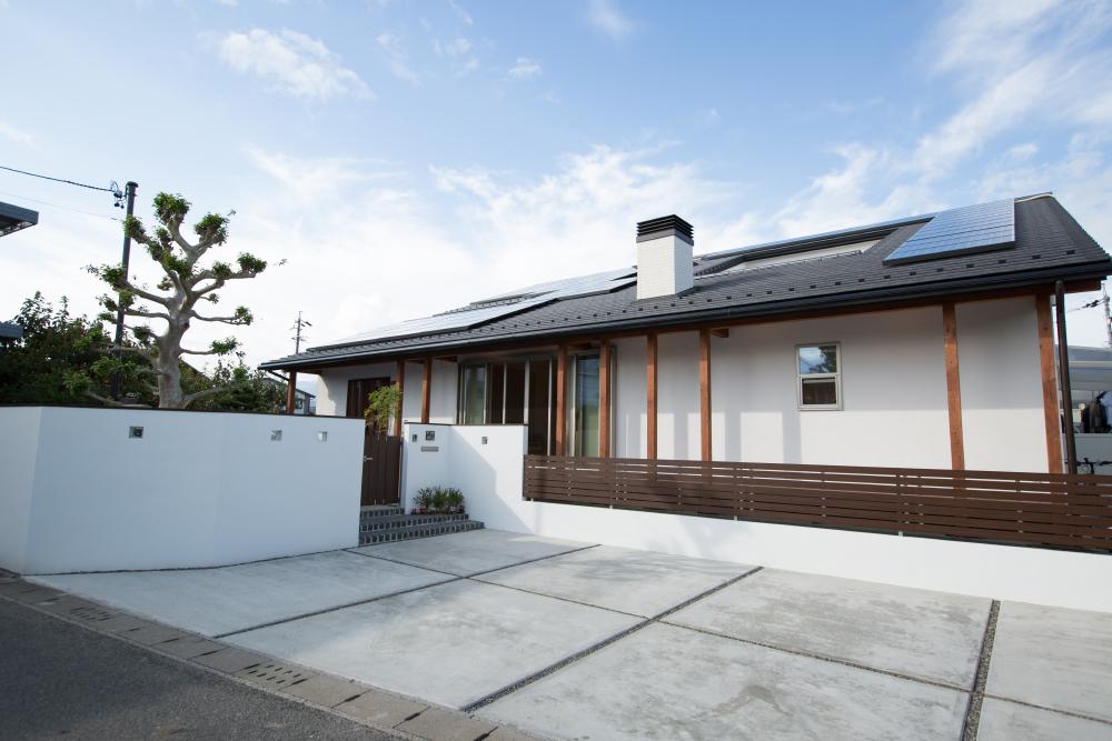 太陽光パネルを搭載した屋根