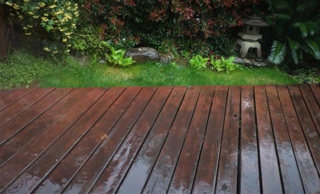 中庭はウッドデッキのメンテナンスや排水経路に注意