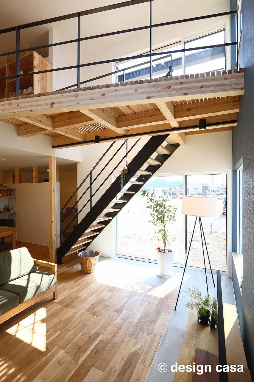 リビング階段はアイアンとスケルトンでおしゃれな空間になりました(施工事例)