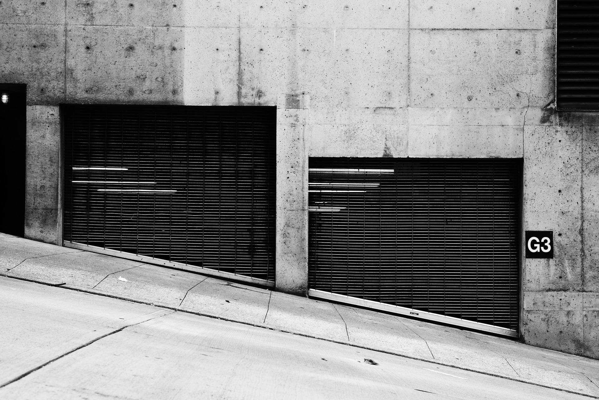 狭小・変形・坂道にあるガレージハウスのデザイン実例