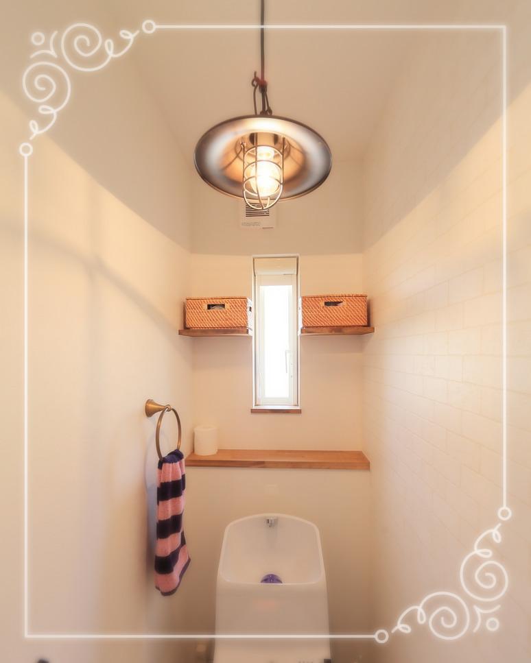 かごを活用した見えないトイレ収納