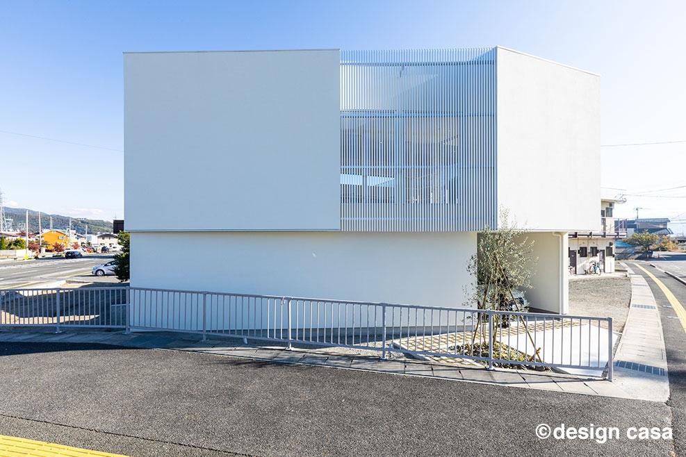 30坪台の変形地に建つ2階リビングの家(外観)