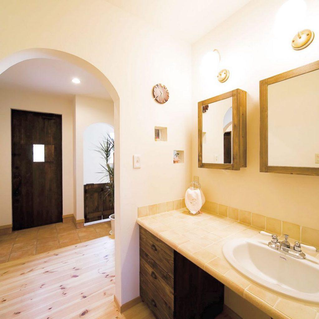 玄関ホールの隣の手洗い場