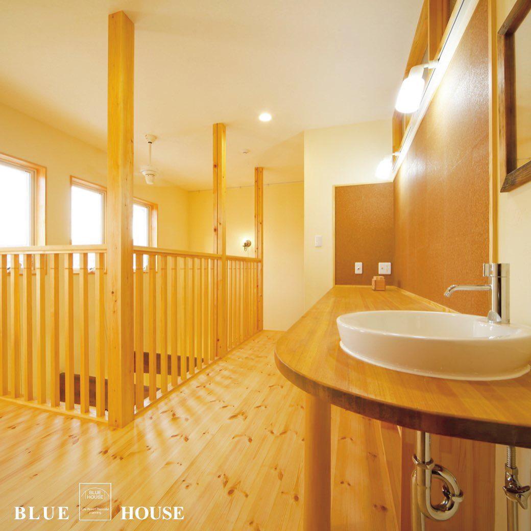2階に洗面台のある廊下