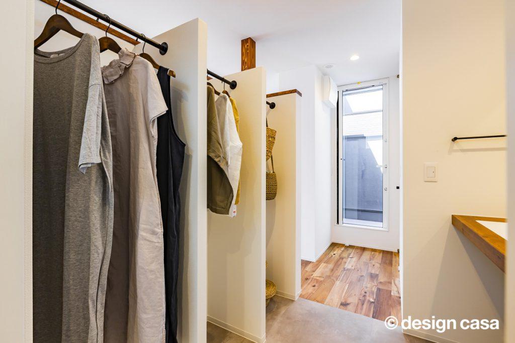 洗面化粧台とクローゼットのあるスペース