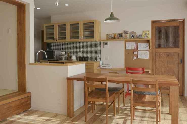 コンパクトなまとまりがいい~どこか懐かしい味わいのキッチン横並びダイニング
